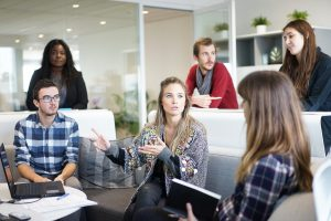 Come preparare un discorso in pubblico e iniziare un discorso di successo